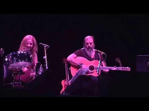 "Patty Griffin, Steve Earle, Brandi Carlile, Lucinda Williams ""Refugee"" song Tom Petty (LA 10.x.2017)"