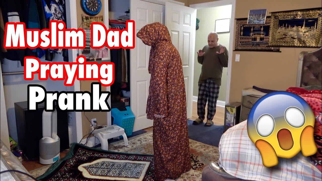 Download MUSLIM DAD PRAYING PRANK!!!