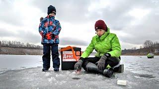 ОНИ ТАКОГО НЕ ОЖИДАЛИ! Взял сыновей на зимнюю рыбалку в палатке! | Семейная рыбалка 2021