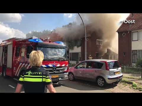 Enorme rookontwikkeling bij brand in woning in Almelo