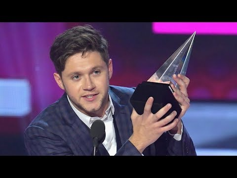Niall Horan WINS New Artist Of The Year Award At 2017 AMAs
