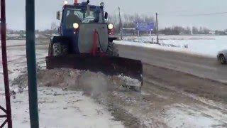 Эффектная расчистка трассы от снега трактором ХТЗ Т-150К.(Чистка трасс производимых местной дорожной организацией! В данном видео расчистку производит трактор..., 2013-12-13T15:55:35.000Z)