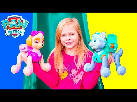 PAW PATROL Nickelodeon Zoomer Everest Plays with Assistant and Wiggles Real Life Toys Video