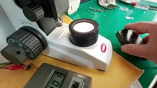 생물현미경 6V 30W 할로겐 램프의 밝기 테스트.