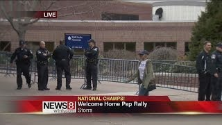 husky fans arrive at gampel for pep rally