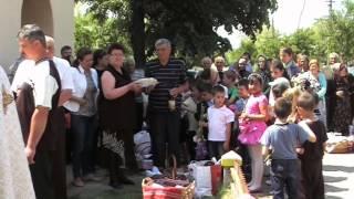 Traditie: Ziua Eroilor si Inaltarea Domnului sarbatorita in fata Bisericii din Bradeanu