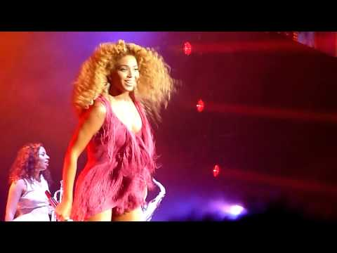 Beyoncé - Telephone and Beautiful Liar (LIVE)
