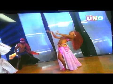 Renata Diaz y Ritchard Viruez danza árabe