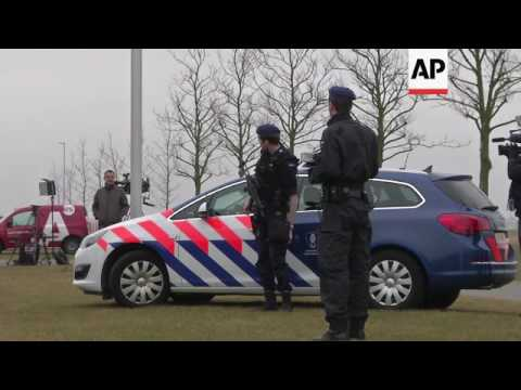 Pegida protest as Wilders faces court