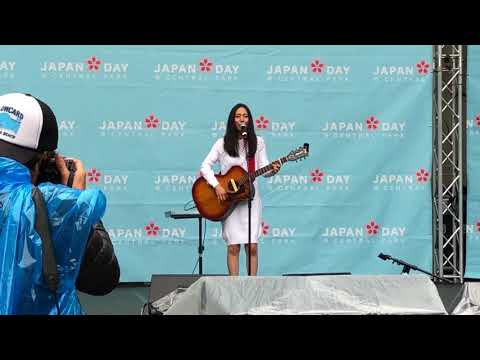 "Kana Uemura croons ""Goddess of the Toilet"" (トイレの神様)"