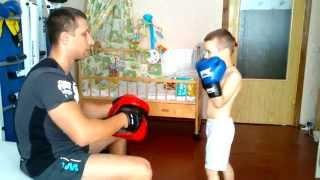 Ударная тренировка ребенка ( Работа на лапах и мешке)