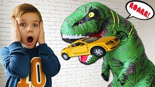 Мой новый друг Большой Динозавр. Играем Весело с Марком.
