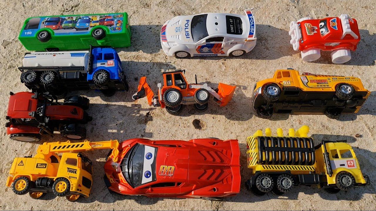 Review Mobil Mainan Truk Tangki, Mobil Balap, Mobil Polisi, JCB Backhoe dan Mobil Derek