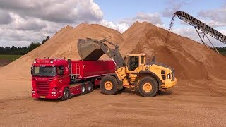 Volvo L220H Wheelloader Loading Scania Trucks
