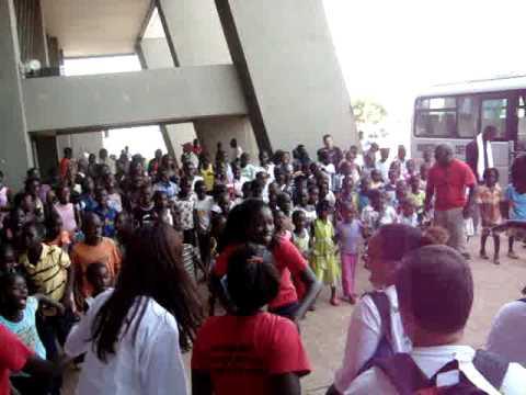 Chegada no Aeroporto de Bissau II - 08-03-10.MPG