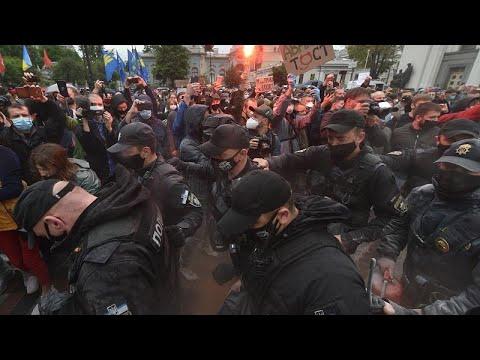 شاهد: مظاهرات في أوكرانيا للمطالبة بإقالة وزير الداخلية بسبب تجاوزات…  - نشر قبل 10 ساعة