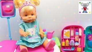 Bebés NENUCO Hermanitas Traviesas van a la Tienda de Golosinas NAIA va al Dentista y lleva Brackets