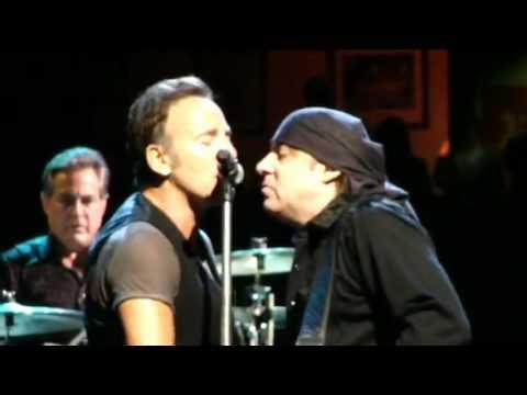 Bruce Springsteen & ESB - Backstreets (Live)