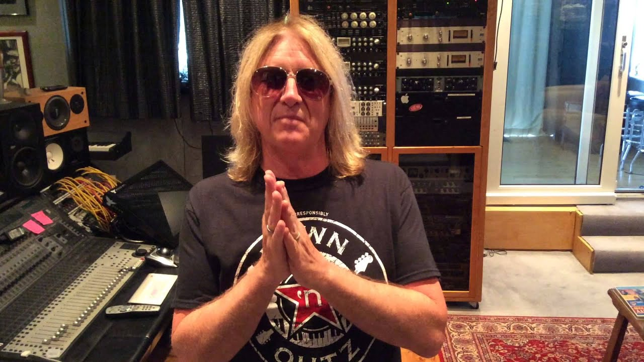 joe elliott of def leppard down 39 n 39 outz on record store day 2015 youtube. Black Bedroom Furniture Sets. Home Design Ideas