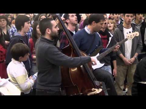Flashmob Escuela de Música J. S. Bach y JAE en La Gavia (Madrid)