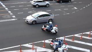 傍若無人なプリウス高齢ドライバーの違反を目の当たりにした白バイ!!!交通機動隊が白バイ2台で取り締まり検挙する瞬間!!!