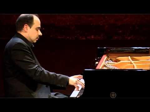 Claudio Martinez-Mehner plays G. Ligeti - Quatre Etudes