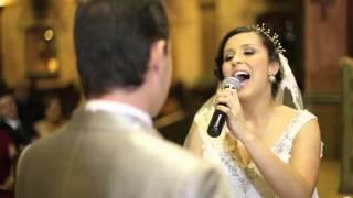PLAY VIDEO Novia sorprende al novio con una canción durante la boda
