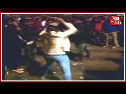 Aaj Subah: Girl Thrashes Molester In Uttar Pradesh, Video Goes Viral