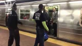 Repeat youtube video Gave No F*Cks: Man Talks Reckless & Fights Random Passengers On NY Subway!
