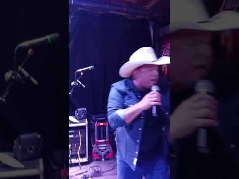Ain't Goin' Down (Till The Sun Comes Up) On stage w/ Garth Brooks and Andy Gibbons Band