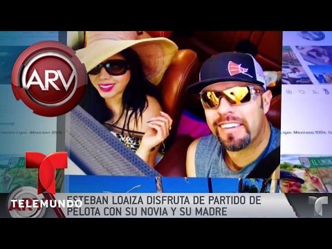 Esteban Loaiza disfruta de partido de pelota con novia y madre   Al Rojo Vivo   Telemundo