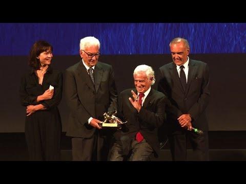 Jean-Paul Belmondo reçoit un Lion d'Or à la Mostra de Venise