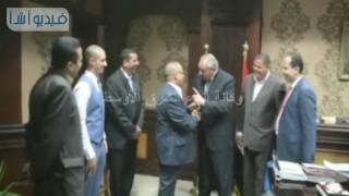 بالفيديو : محافظ المنيا يبحث مع وفد كويتي إقامة مشروعات تعليمية وصحية بمركز ملوي