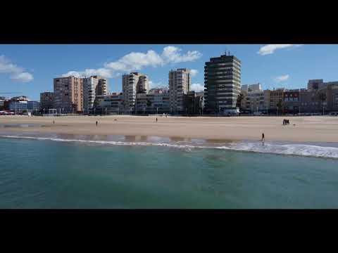 Playa Victoria (Cádiz) a vista de drone 4K
