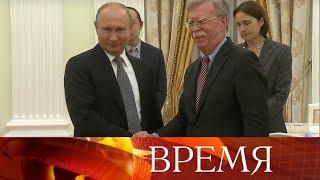 Смотреть видео Президент России принял советника по национальной безопасности президента США. онлайн