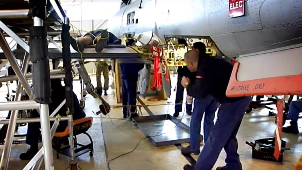 Airplane Maintenance Aircraft Maintenance Engineer Try It For 5