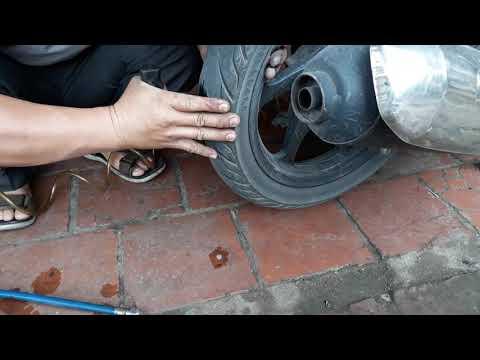 Cách Vá Dùi Xe Gắn Máy Khi Bị Thủng Lốp