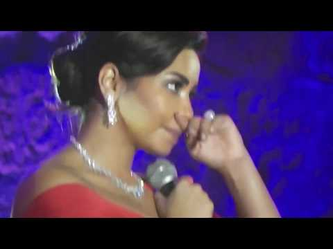 Sherine ne retient pas ses larmes et pleure au Festival international de Carthage