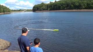 Miss Geico  rc proboat  at rainbow reservoir ,driver is Antonio