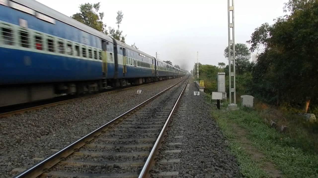 11077 Jhelum Express accelerating through Hadapsar