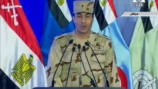 بالفيديو- السيسي يبكي خلال كلمة والدة شهيد بندوة القوات المسلحة الـ24