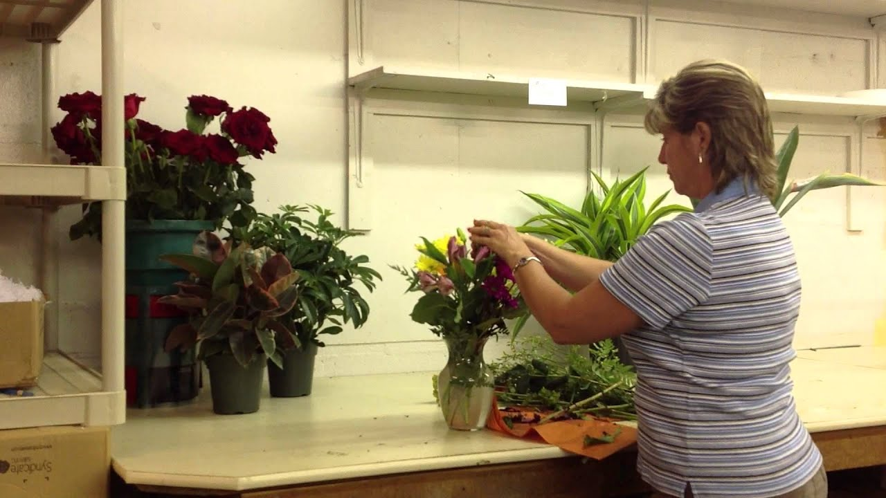 How to arrange flowers in a vase youtube how to arrange flowers in a vase reviewsmspy