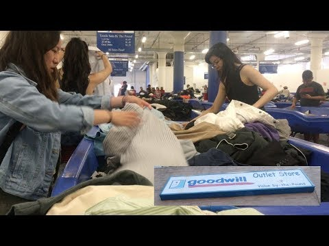 The cheapest place to buy clothes in NYC! Goodwill Outlet! [Vlog]