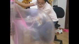 Bubble Gum Challenge, blow the biggest bubbles