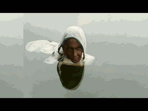 लगातार 20 सालों से पानी में रह रही है यह औरत, कारण जानकर चौंक जाएंगे आप