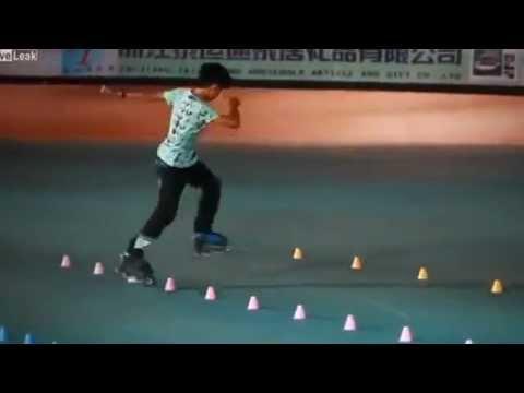 Cậu bé Trung Quốc trượt patin điêu luyện