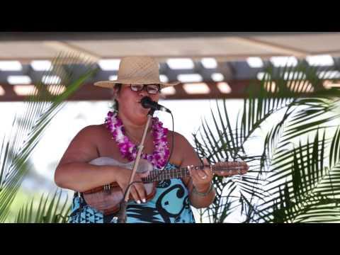 ukulele-festival-hawaii-2015----paula-fuga