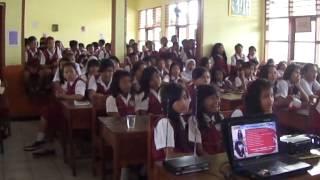 Riska Promo Lagu BEBAS Di SD Paku Alam 1 Part 1.MP4
