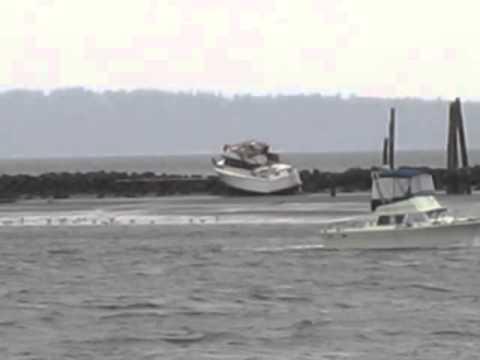 BOAT RUNS AGROUND - Jetty Island (Everett Marina) 04/05/2013