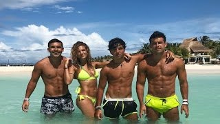 Mario Casas y sus hermanos disfrutan del Caribe Mexicano
